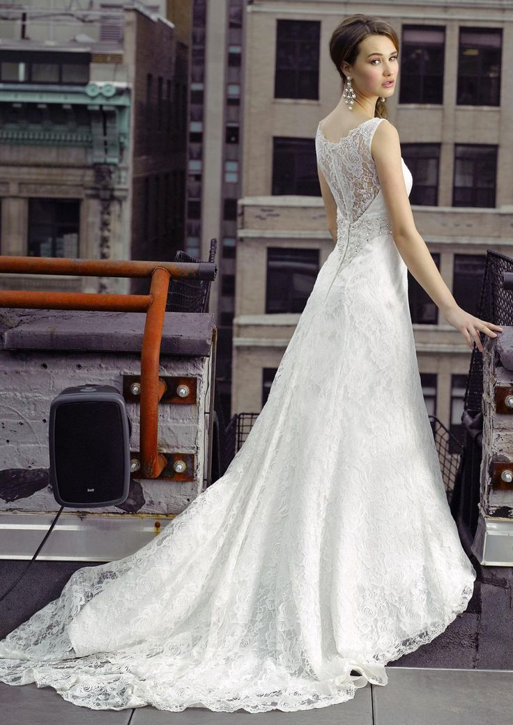 Bridal Gowns: Henry Roth A-Line Wedding Dress with V-Neck Neckline and Natural Waist Waistline