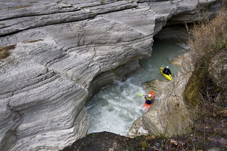 Kayaking in the canyon of the Orta river, Majella PAN Park / Photo: Bruno D'Amicis