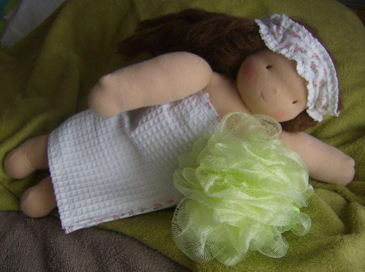 Tuto: Sortie de bain et bandeau: I Poupé Of, Bandeau Assorti, Dolls, For, Poupé Sur, Poupé Waldorf, De Bain, Pour Poupé, Coud Pour