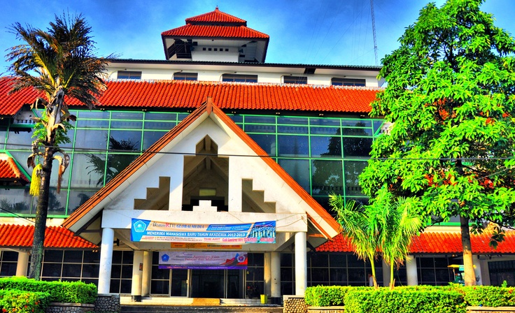 The first academy of broadcasting in Indonesia