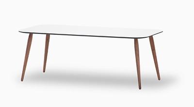 Lækkert sofabord til loungen. #kontormøbler #lounge