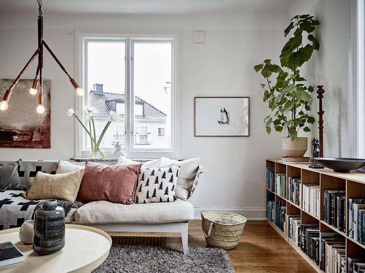 Ljus och rymlig villa i Örgryte med eldningsbar öppen spis - Stadshem