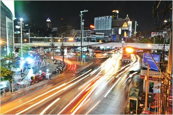 Night life. Traffic. Roads in Bangkok