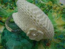 Boina de ganchillo blanco Marfil con Flor