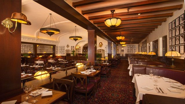 Disney Brown Derby Hollywood Studios Warm wood paneling, derby-shaped lamps and expansive booths offer a hint at the glitz and glamour that once welcomed stars like Clark Gable, Lucille Ball, Desi Arnaz, Bob Hope and other legends of Old Hollywood.