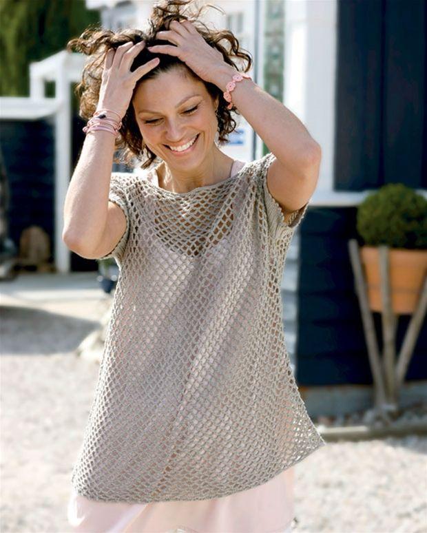 Blusen bliver et sikkert hit til sommer, da du kan bruge den over kjoler og toppe og selv over bikinien, hvis du trænger til at blive dækket lidt til.