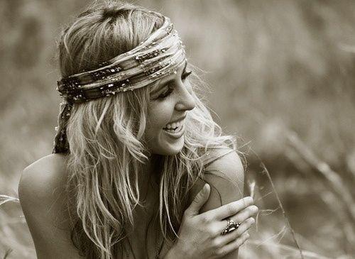 Les 25 meilleures id es de la cat gorie des femmes d gitanes sur pinterest gitan boh mien - Foulard pour cheveux tendance ...