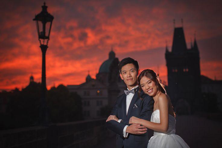 Pre Wedding Best of in Prague: a beautiful sunrise at the Charles Bridge: http://pragueweddingphotography.com