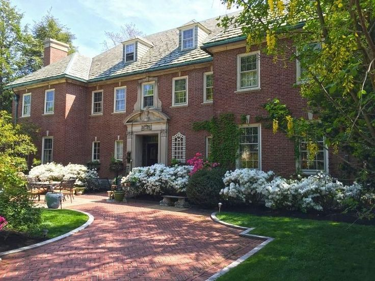 Neo Georgian 1910 boston area house offers european-style manor living for