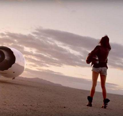 5 Dakikalık Enfes Bilim-Kurgu Filmi: Traveler http://goster.co/5-dakikalik-enfes-bilim-kurgu-filmi-traveler
