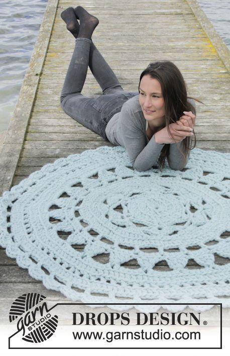 Ice Rose Rug By DROPS Design - Free Crochet Pattern - (garnstudio)