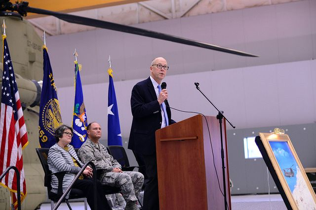 Rep. Greg Walden speaks to Oregon Army National Guard Soldiers in Pendleton, Oregon, on October 22, 2016. (Photo: Oregon National Guard)