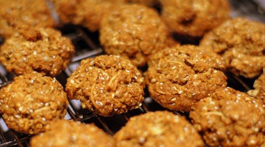 Healthy Cookies from Quinoa 365 http://tothotornot.com/2012/06/hot-healthy-cookies-from-quinoa-365/