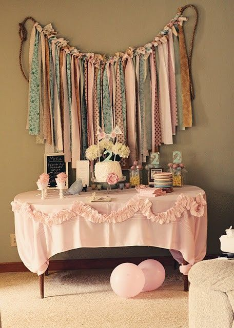 Ribbon banner behind-the-table decor