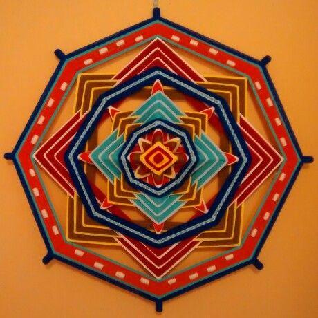 Mandala tejido. Ojo de dios huichol