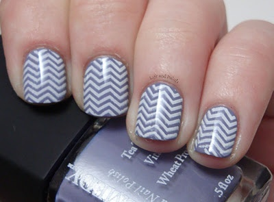 gray and white zigzag nails
