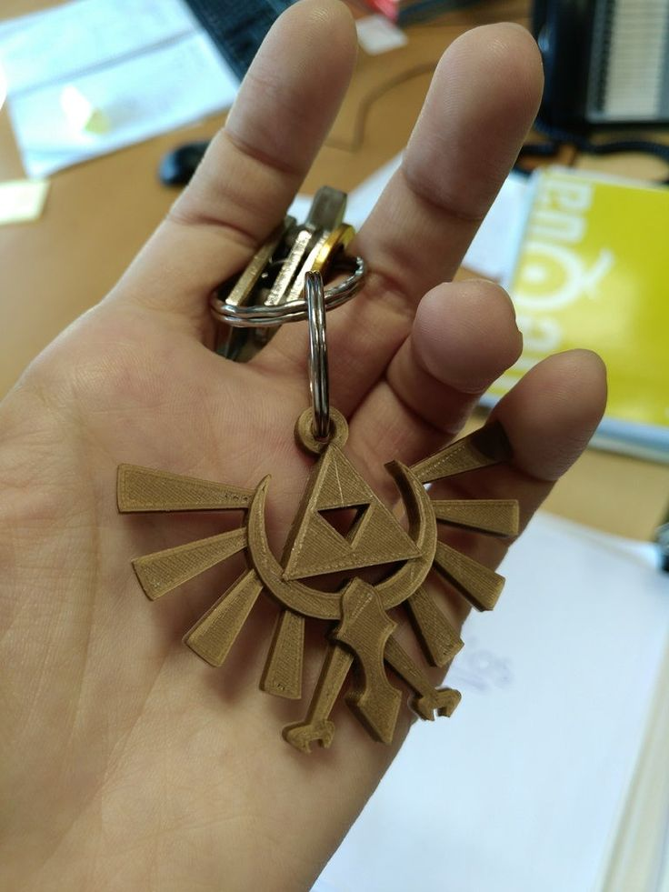 The Legend of Zelda Hyrule Crest Keychain by Llaurik