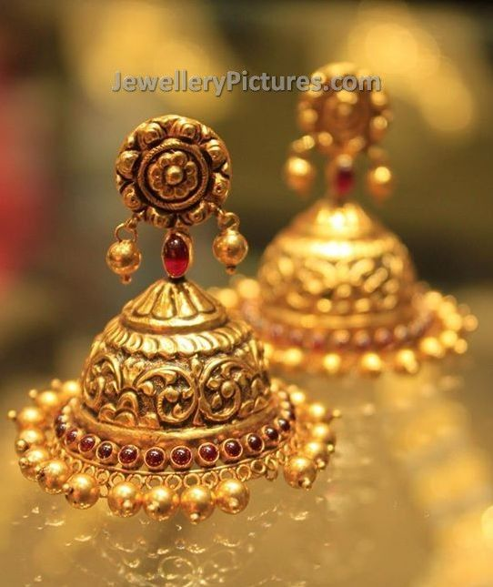 Cute looking and short length 22 carat gold earrings buttalu in temple jewellery design. Related Posts6 Elegant Ruby Jhumka DesignsEarrings Buttalu Designs by JoyalukkasBhima Jewellers Jhumka DesignsTemple Jewellery ButtaluLatest Jhumka DesignsGold Buttalu Designs With Price