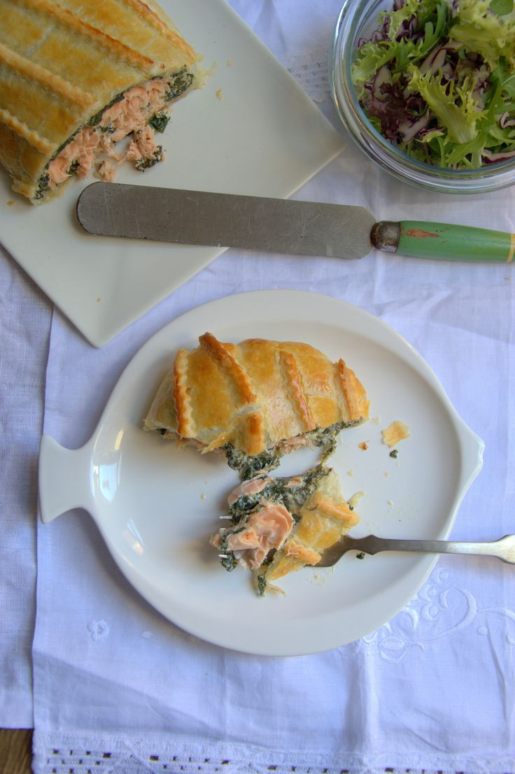 Salmon hojaldrado con queso crema y espinacas. Receta deliciosa paso a paso.