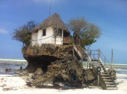 Tanzania - Strange house in Zanzibar (photo by Dino Caprara)