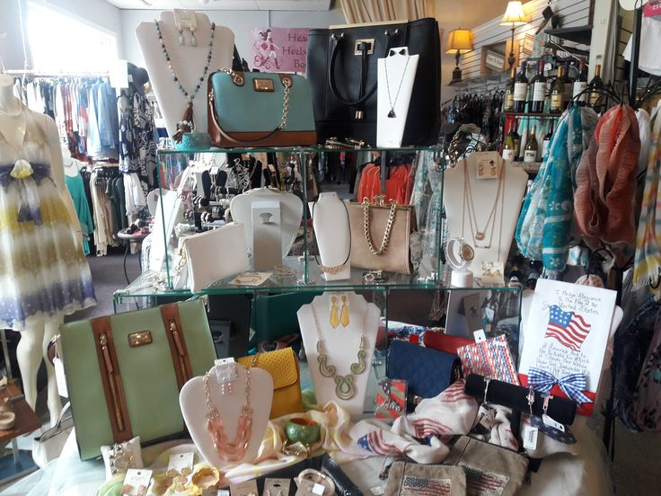 New handbags and accessories in trending summer colors are here to complete your summer vacation wardrobe! #minthillboutique #minthilljewelry #minthillshoes #homestylesgallery #summervacation #handbags #costumejewelry
