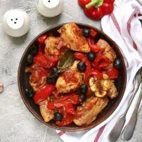 Sappige kipfilets zachtjes gaargestoofd in een heerlijke chilisaus. Niet overdreven pittig en lekker kruidig van smaak, Smullen!  Dit stond gisteren op het...