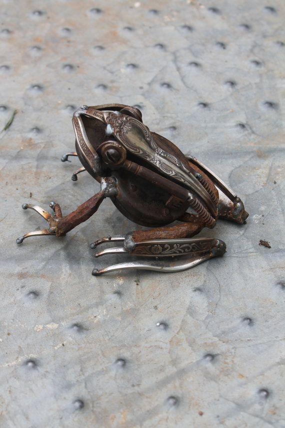 Sculpture en métal d'une grenouille régénéré par GreenHandSculpture