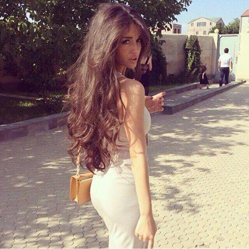 Beautiful babe Omg stunning, i want that hair colour tooo<3