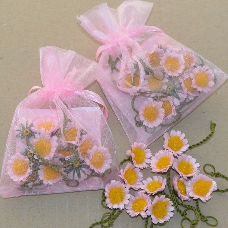 Pink daisy chains @ threecheersfour.com
