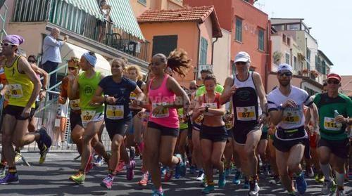 Liguria: #Successo per #Corroperlebalene: più di cento al via vince il corridore numero 114 (link: http://ift.tt/1UtDhpa )