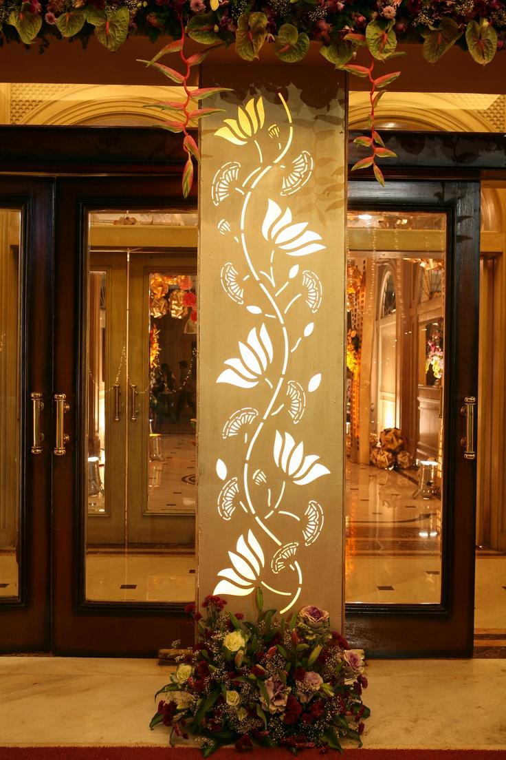 Decorate A Small Bedroom: Entrance Pillar Decor