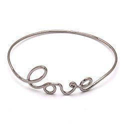 Love armring i sort rhodineret sølv med Love i sort rhodineret sølv