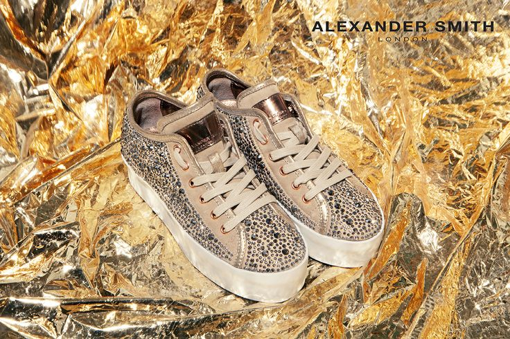 A226 Metal Oro. Metal flash, golden lightning and silver sparks: this is #AlexanderSmith new collection