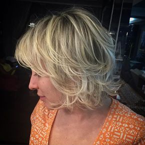 Balayagem em mechas marcadas Amando a técnica Free Hand possibilitando soltar a imaginação e criar pontos de luzes com mais naturalidade ❤️ usei os novo #BlondorFreelighits de Wella #mechasnudewella Luzes #freeligthing  #sand #blond #blondehair #blondbeauty #blondhair #cabelo #cabelonovo #cabelolindo #cabelosdivos #cabelodossonhos #ombrehaircolor #ombre #balayageombre #balayagehighlights #balayage #highlights #ombrehair