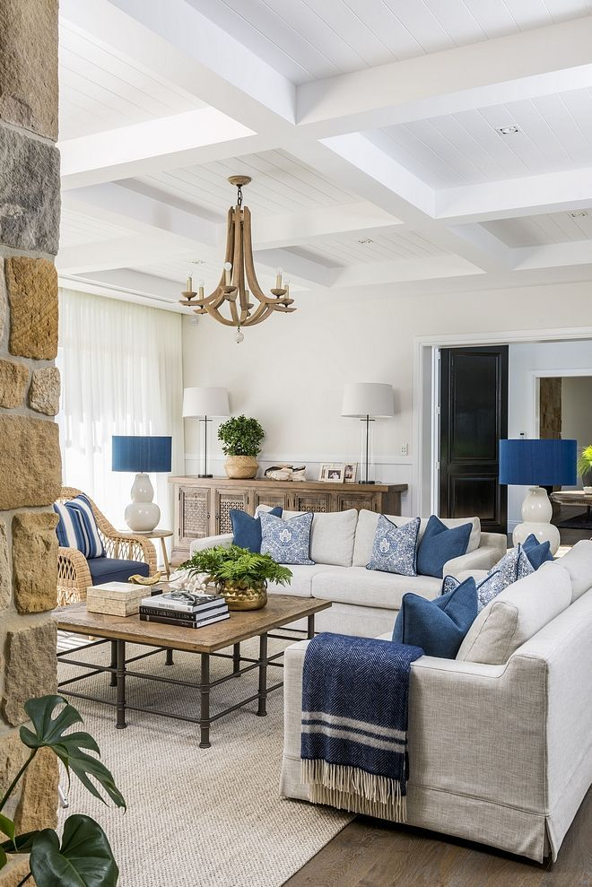 neutral living room with blue and white color scheme hamptons rh pinterest com