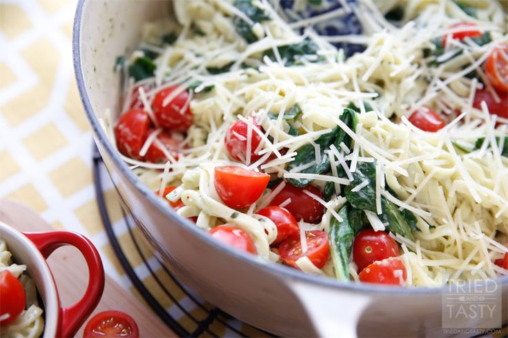 Creamy Spinach Tomato Linguine // Tried and Tasty