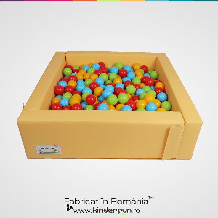 Piscina cu bile ONE galbena, ofera o atmosfera placuta si relaxanta unde copiii vor constientiza spatiul dar isi vor dezvolta si abilitatiile motorii  cat si  modul de comunicare cu cei din jurul lor. Ce sentiment fantastic sa te scufunzi intr-o mare de bile colorate. Materialul este placut la atingere, moale si rezistent. Piscina cu bile este compusa din 4 pereti modulari si sezut. Soft Play Ball Pool Kids Kinderfun™