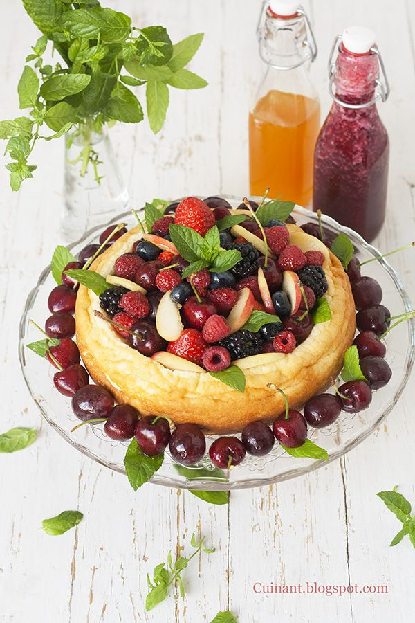 Cuinant: Tarta de Yogur griego con Frutas y Almíbar de maracuya