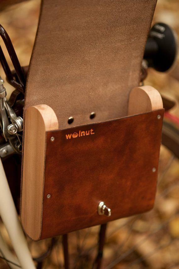 fürs Fahrrad: einmalige Gepäcktasche aus Holz und Leder.