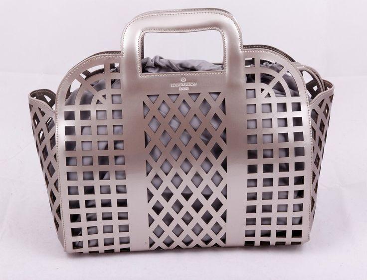 Сумка Louis Vuitton из натуральной кожи в сетку, серебристая !! Последняя распродажа модели !! Продаётся с большой скидкой !! !! Отличное качество и низкая цена !!