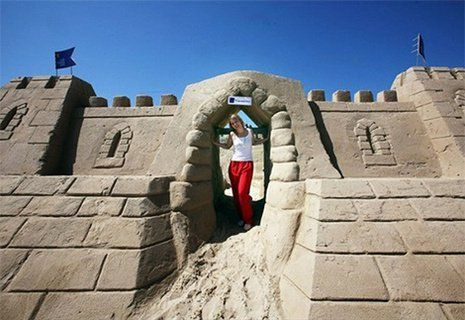 Giant+Sand+Castle | The Weymouth Beach Sand Castle Hotel