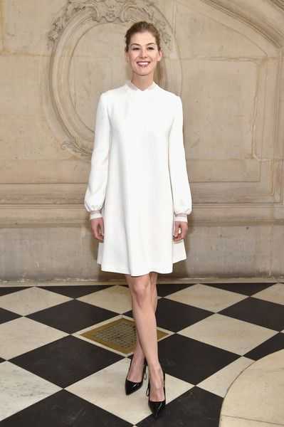 Rosamund Pike Shift Dress - Rosamund Pike was all about simple elegance in a collared white shift dress at the Dior fashion show.
