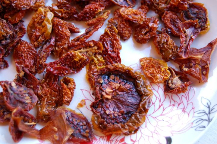 Make Your Own Sundried TomatoesSavvy Housekeeping, Diy Sundried, Tomatoes Seasons, Sundried Tomatoes, Sun Dry Tomatoes, Ovens Dry, Sundried Ovens, Homemade Sundried, Tomatoes Savvyhousekeep