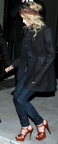 Who made Ashley Olsen's brown platform shoes and headband?