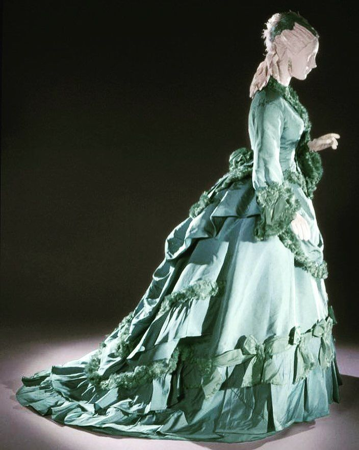 Afternoon dress, by the House of Worth, ca. 1875. Philadelphia Museum of Art