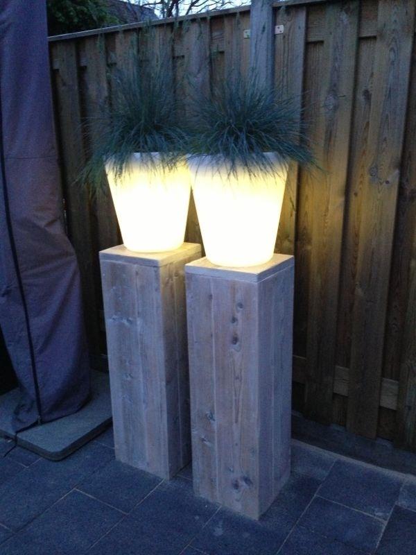 Steigerhouten zuilen en lichtgevende potten! Helemaal blij mee!