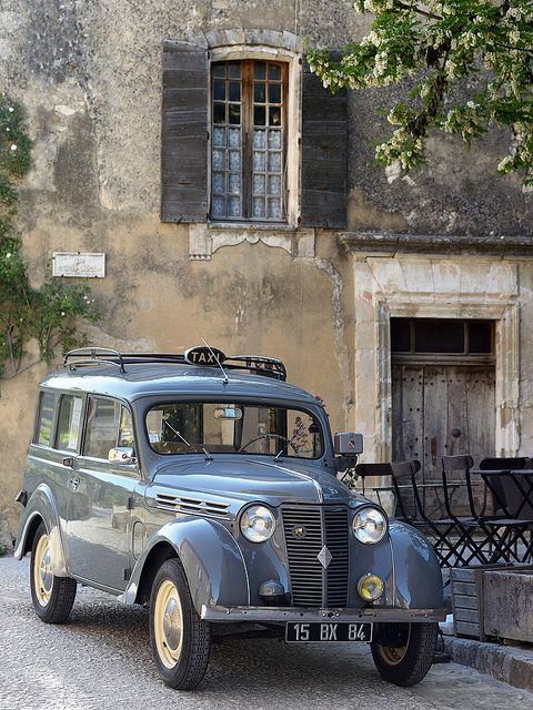 A vintage Taxi du Luberon sits elegantly before a fabulous French dwelling. #ClassicCars