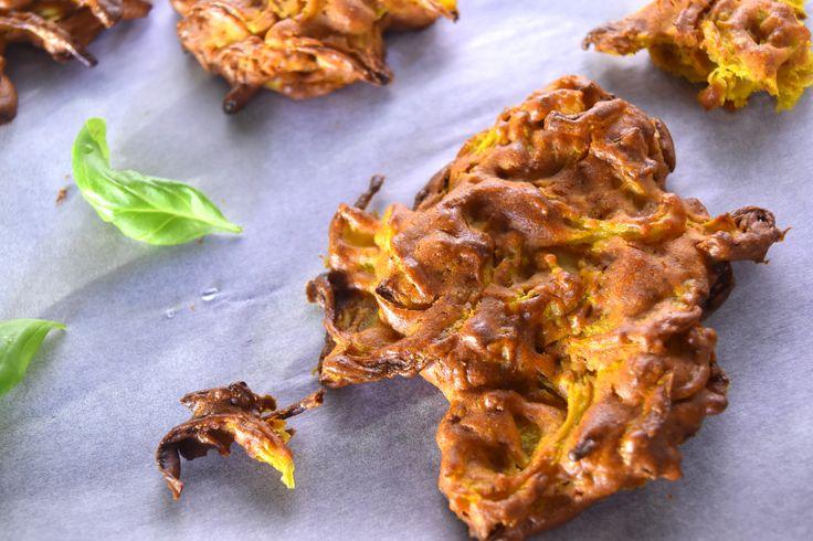 Szilveszterre készült ez a diétás hagymás tallér nálunk, eredeti nevén bhaji. Olcsó, finom és nagyon gyorsan megvan, tökéletes partiétel. :)