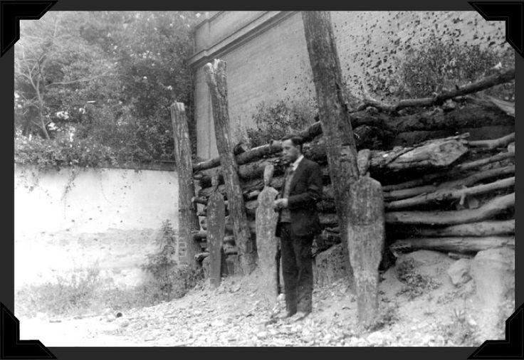 Jesuist Father Miguel Pro standing before the firing squad / El sacerdote jesuita Miguel Pro ante el pelotón de fusilamiento // November 23, 1927 // Padre Pro Museum, Mexico // #Catholic #Christian #martyr #Cristeros #Cristiada