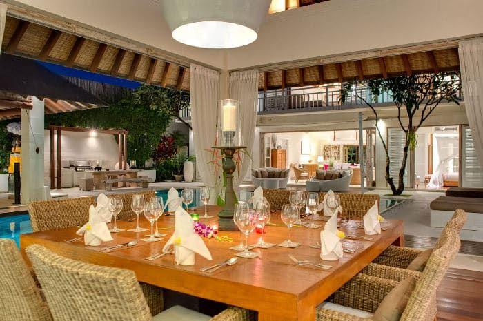 Profitez D Une Bonne Table Dans Une De Nos Villas De Luxe A Bali Balidinner Tableset Balivacation Villa De Luxe Bali Villa